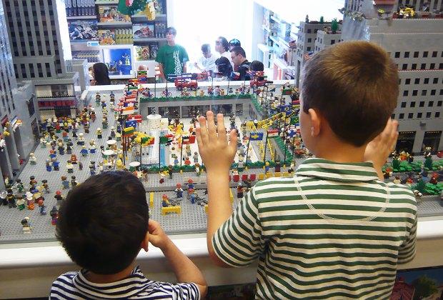 Lego Store in Rockefeller Center: Must-See New York City