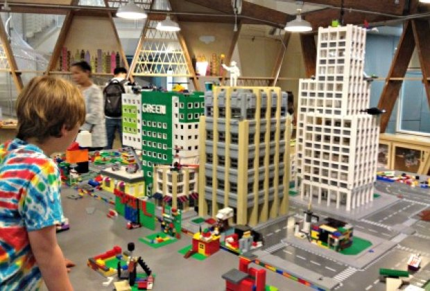 Brick Fest Live!: Lego Fun for NYC Kids at the NY Hall of Science ...