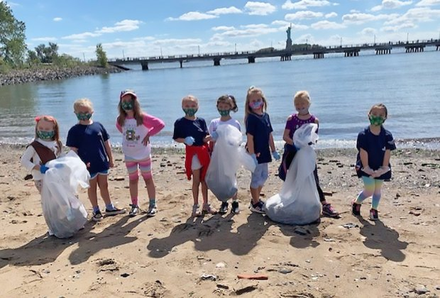 kids cleaning up the the shoreline liberty state park