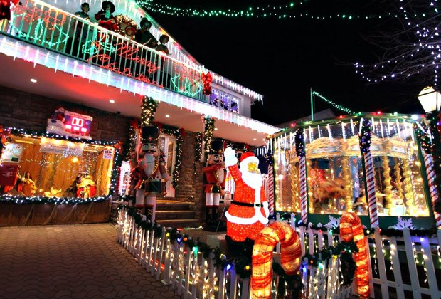 House With Christmas Lights.The Most Spectacular Holiday Light Displays In Nyc