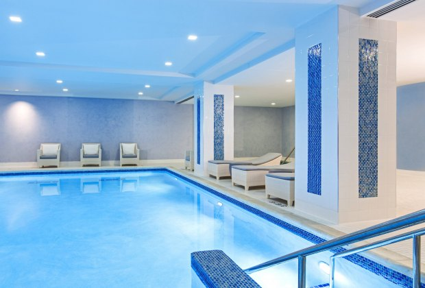 JW Marriott Pool Where To Go Swimming in Chicago With Kids this Winter