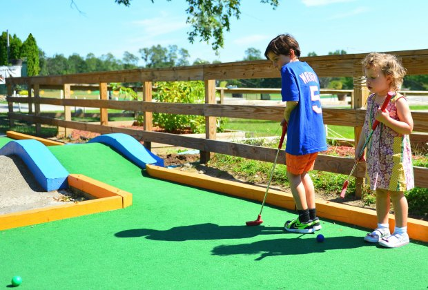 Miniature Golf Courses For Nyc Kids Mommypoppins Things To Do In New York City With Kids