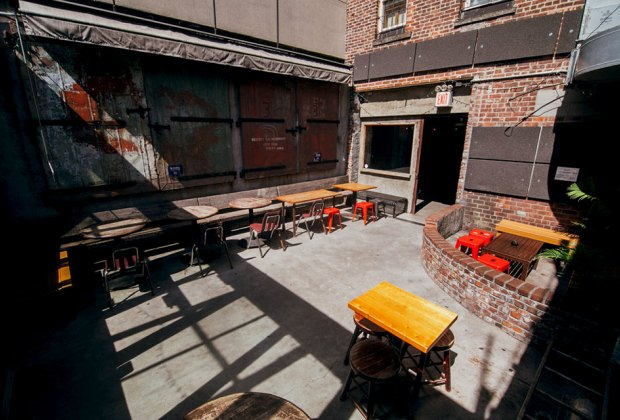restaurant outdoor dining space garden with tables