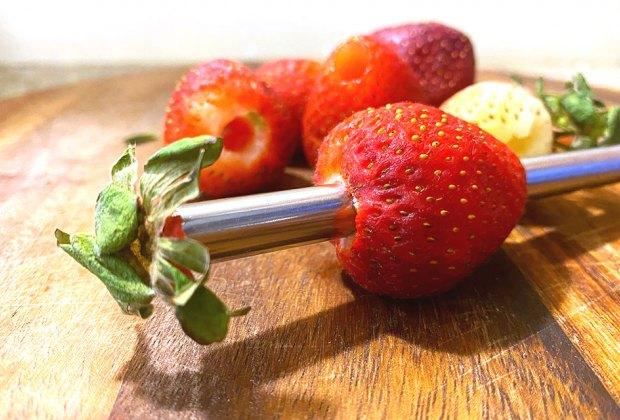 Mom Hacks That Make Everything Easier: Straws for strawberries