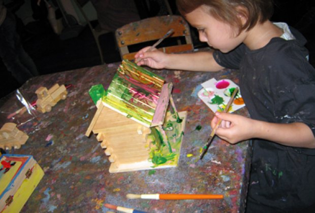 Decorating a wooden birdhouse at Moomah