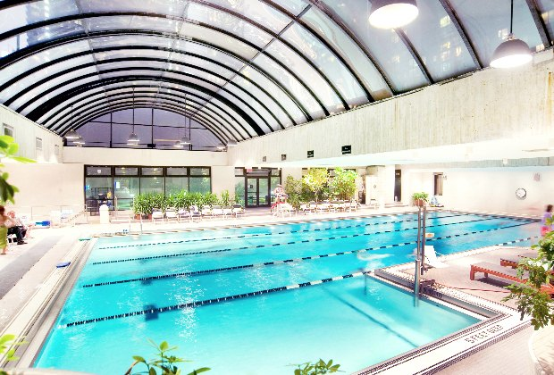 Indoor Swimming Pools In Nyc That Offer Day Passes Mommypoppins Things To Do In New York City With Kids