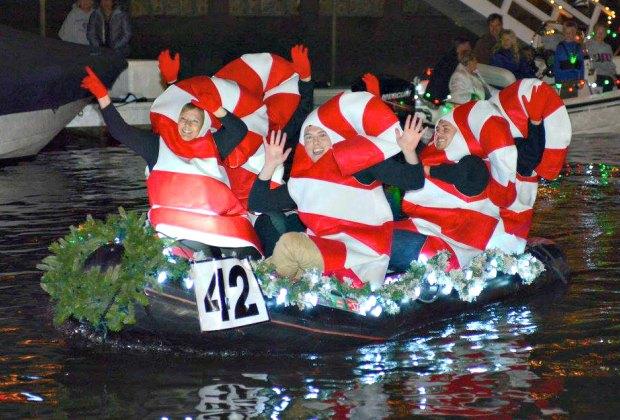Naples Christmas Parade 2019.La S Christmas Boat Parades Newport Beach The Marina And
