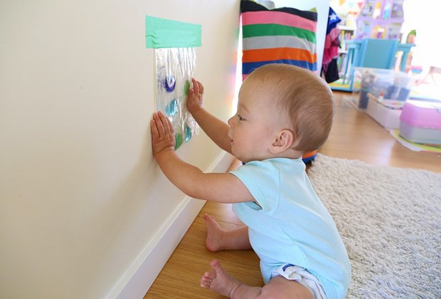 12 Easy Diy Sensory Activities To Entertain Babies Mommypoppins Things To Do With Kids