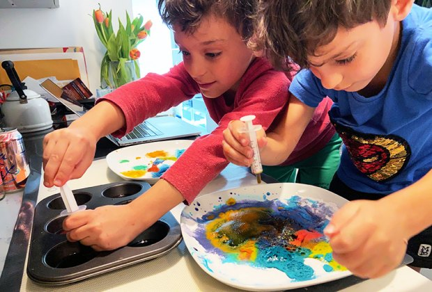 two little boys kids doing an easy kitchen science experiment