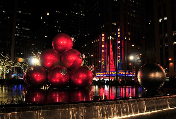 Sixth Avenue has glittering Christmas displays of its own