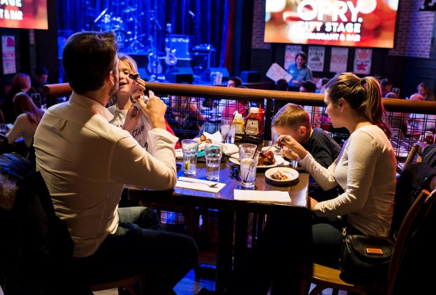 Family Restaurants In Nyc With Fun Things For Kids To Do And