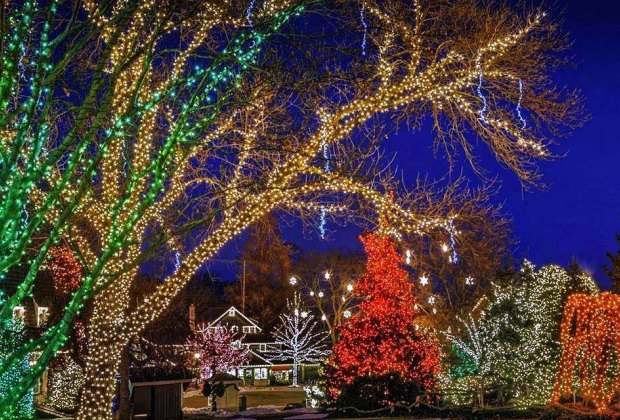 Peddlar's Village christmas lights at night Inexpensive Winter Weekend Getaways for NYC-Area Families