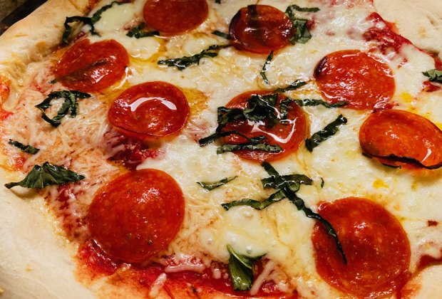 Quick Pizzas & Pizza Dough Recipes for Family Night: Pepperoni night!