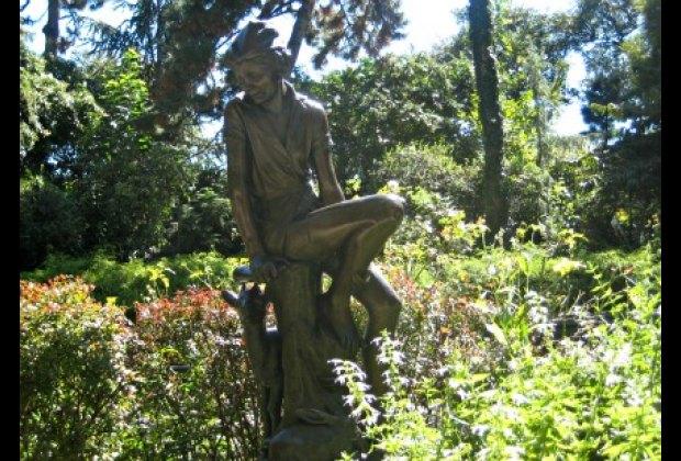 The famous Peter Pan Statue in Carl Schurz Park