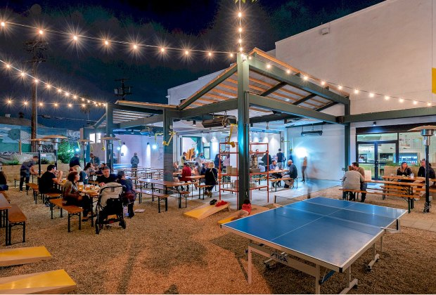 LA Restaurants with Outdoor Seating for Kids: Pitfire Pizza NoHo