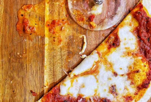 Quick Pizzas & Pizza Dough Recipes for Family Night: Everyone loves a basic cheese pizza