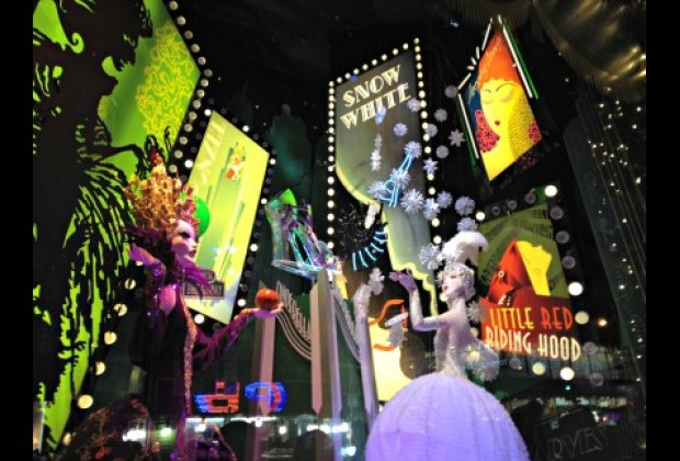 Snow White and the Evil Queen hit Times Square at Saks Fifth Avenue