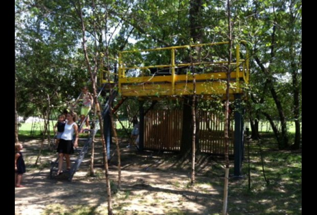 A tree house at Socrates Sculpture Park