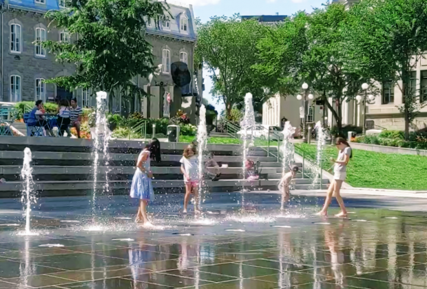 Have the kids cool off in the splash pad in front of City Hall in Quebec City