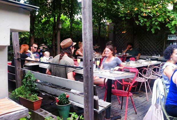 Outdoor dining brunch at Sweetwater