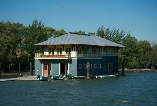 The Peter Jay Sharp Boathouse offers free rowing and swimming lessons<br /> to kids in the community