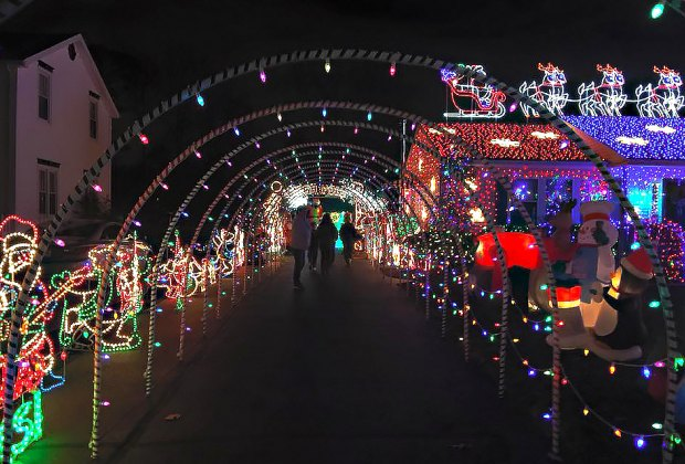 Holiday And Christmas Light Displays