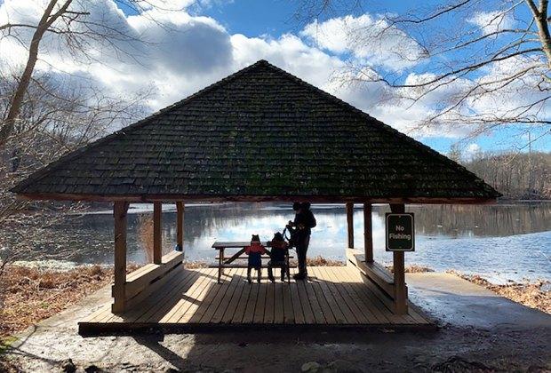 Enjoy a picnic at Teatown Lake Reservation
