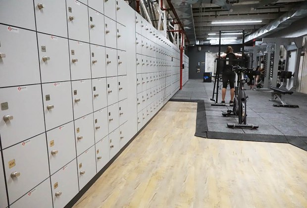 lockers and free weights The Cliffs at Harlem