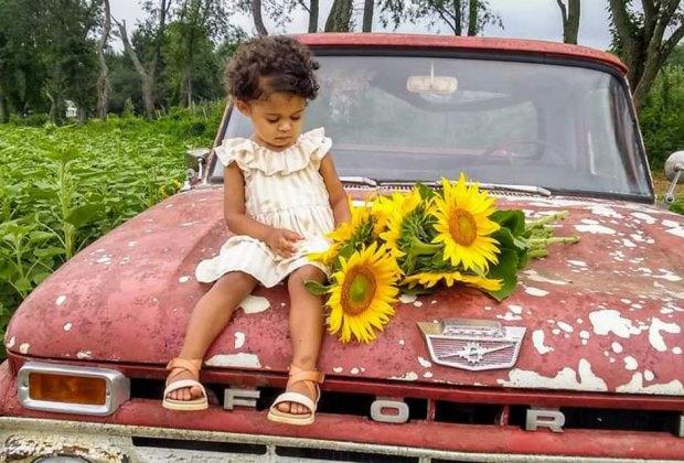 Von Thun Farms sunflower photo op