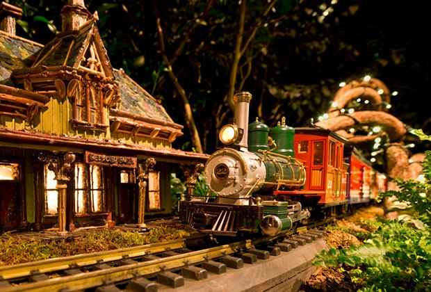 Nyc Holiday Train Show Will Debut Brooklyn Landmarks For 2016 Mommy Poppins Things To Do In