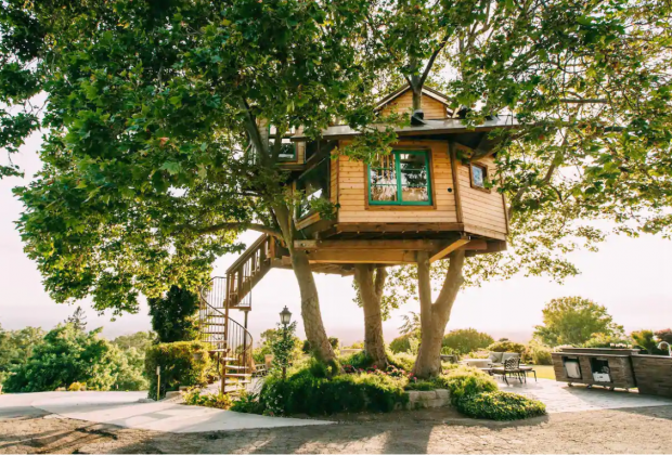 California Vacation Home Rentals for Families: Sleep in a treehouse