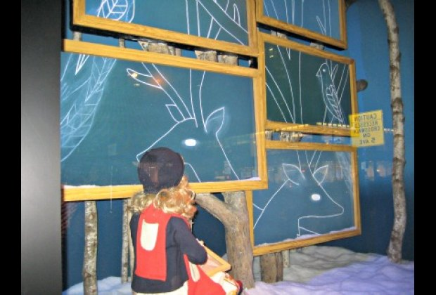 Virtual blackboards at Saks Fifth Avenue