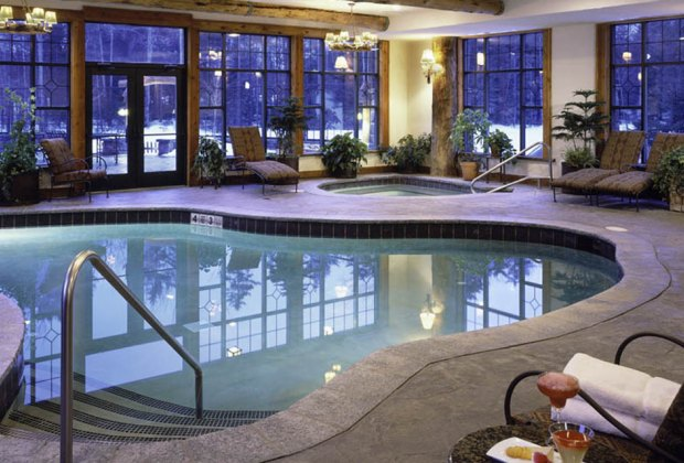 Whiteface Lodge offers a lovely pool and family-friendly perks.