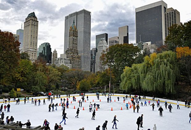 9 outdoor ice skating rinks to visit with kids in nyc for Places to visit outside of new york city