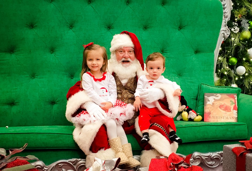 where to see and take photos with santa in houston - Santa Claus With Kids