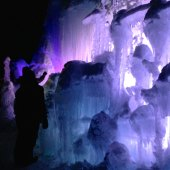 Things to do with kids: Ice Castle: A Real-Life Frozen Palace in Lincoln, NH