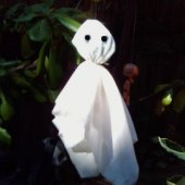 Things to do with kids: 6 Cheap & Easy DIY Halloween Decoration Crafts To Do with Kids